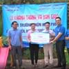 Đoàn thanh niên Bệnh viện Phụ Sản Hà Nội trao quà cho các em học sinh có hoàn cảnh khó khăn tại xã Phương Tiến, huyện Vị Xuyên, tỉnh Hà Giang