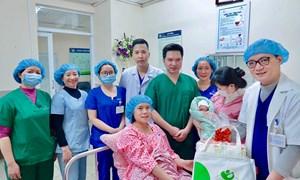 Chào đón em bé đầu tiên cất tiếng khóc chào đời tại Bệnh viện Phụ Sản Hà Nội năm 2021