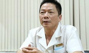 Nam bác sĩ sản từng làm phụ hồ kể chuyện trực Tết phải mở cửa sổ nhìn trộm pháo hoa