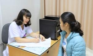 Sàng lọc ung thư cổ tử cung và tiêm phòng vi rút HPV, nên hay không?