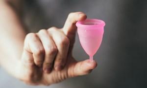 Dùng cốc nguyệt san thế nào để tránh mắc bệnh phụ khoa?