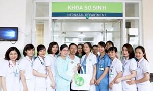 Bệnh viện Phụ sản Hà Nội nuôi thành công bé sinh non 27 tuần, nặng 1 kg