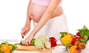 Ba tháng đầu thai kỳ mẹ bầu cần bổ sung dinh dưỡng như thế nào?