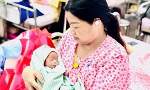 Vừa lấy thai vừa bóc u xơ tử cung cho sản phụ 48 tuổi mắc tiền sản giật