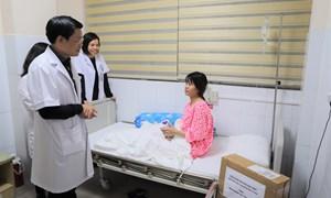 Hỗ trợ bệnh nhân điều trị song thai không tim tại bệnh viện Phụ Sản Hà Nội