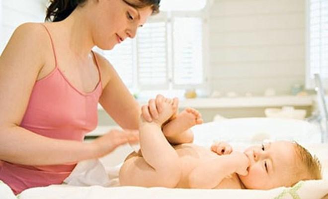 Massage cho trẻ sơ sinh - nên hay không?