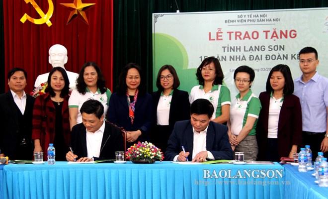 Bệnh viện Phụ sản Hà Nội tài trợ xây 15 nhà đại đoàn kết cho hộ nghèo huyện Đình Lập
