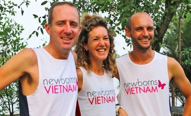 Hành trình chạy sông Hồng: Ba VĐV Châu Âu vượt 300km vì điều đặc biệt