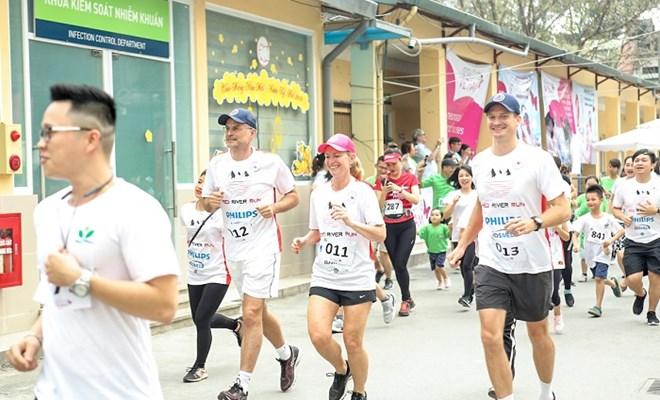 750 bác sĩ và y tá tham gia hành trình chạy Sông Hồng