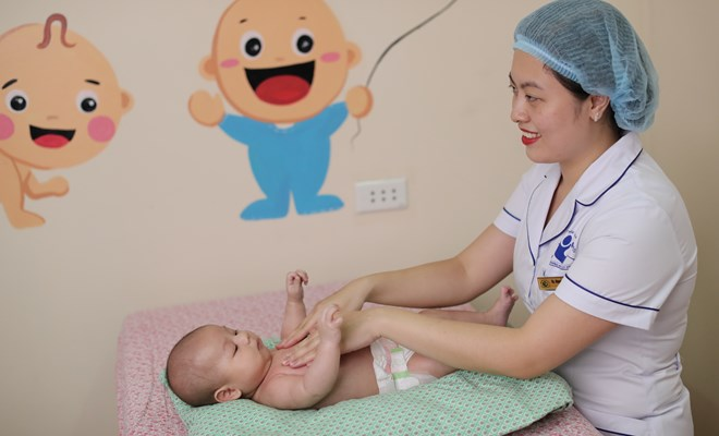 Có nên massage cho trẻ sơ sinh ?