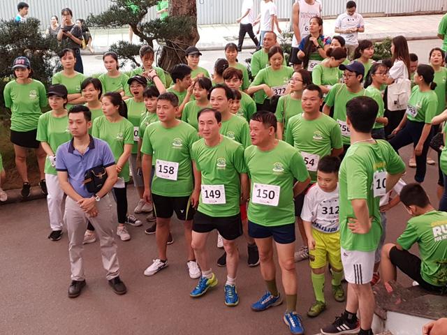 Gần 500 bác sĩ, điều dưỡng tại các bệnh viện Trung ương tham gia chạy vui 3km ủng hộ Giải chạy Sông Hồng