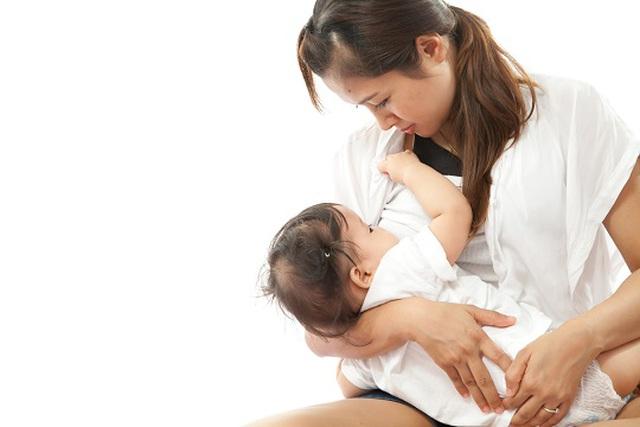 Viêm gan virus B có thể lây truyền từ mẹ sang con - 1