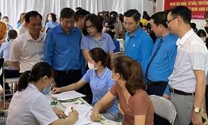 Hà Nội: Khám, cấp phát thuốc miễn phí cho nữ công nhân khu công nghiệp Bắc Thăng Long