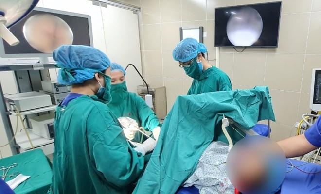 Điều trị vô sinh - nội soi phát hiện dị vật trong tử cung